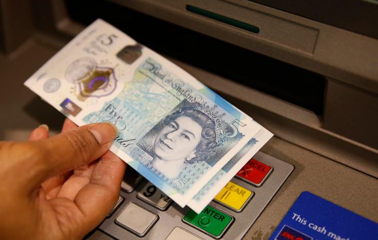 Пад на британската фунта откако Меј го одложи гласањето за Брегзит