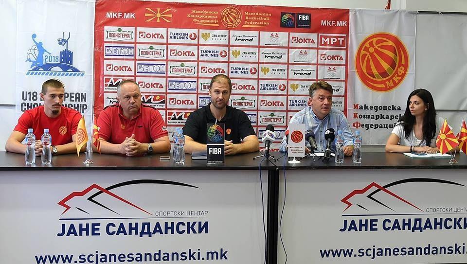 Темелковски: Срамен и низок чин е заминувањето на Стоилов
