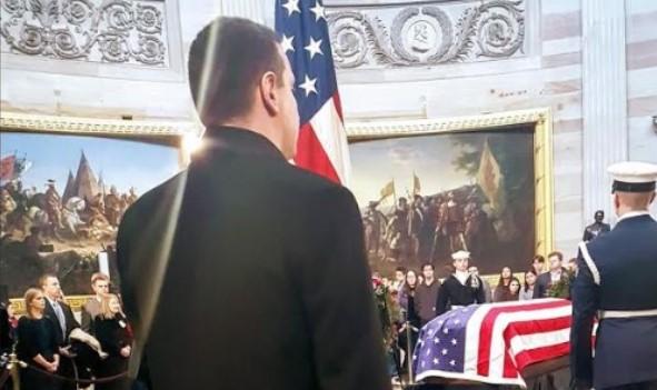 Вашингтон: Влатко Ѓорчев оддаде почит на поранешниот претседател Џорџ Буш во Конгресот на САД