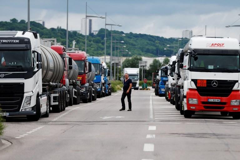 Франција: Синдикатите на возачите повикаа на штрајк на неопределно време
