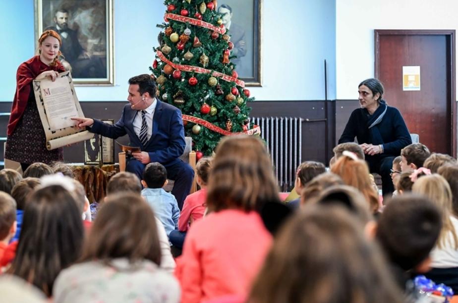 Премиерот Заев ги покани децата да ги спасат јунаците од земјата Фантазија