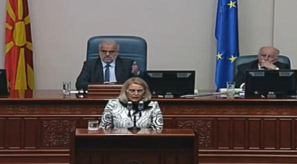 Затуроска до Макрадули: Заев не е тука да ви пише петка колку ја употребувате Северна Македонија на говорница