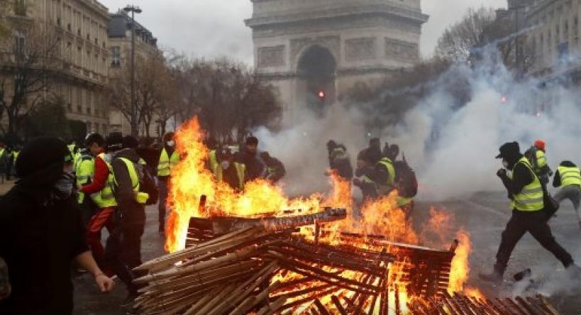"""Франција: Почна судењето на """"жолтите елеци"""" за демолирањето на Триумфалната порта"""