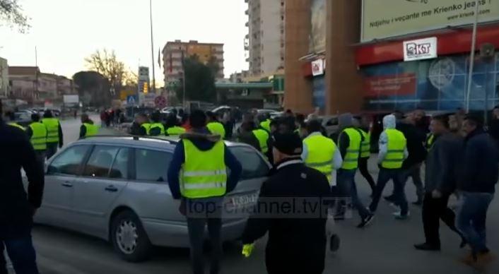 """ВИДЕО: """"Жолтите елеци"""" пристигнаа и во Албанија"""