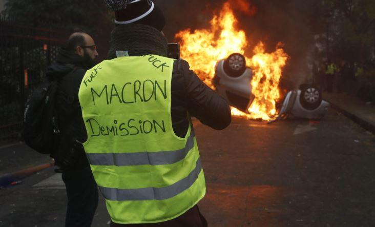 """Три месеци затвор за двајца учесници во протестите на """"жолтите елеци"""""""