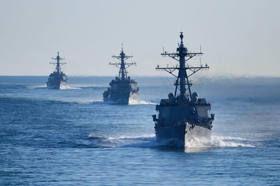 Воени бродови на САД во Тајванскиот Теснец