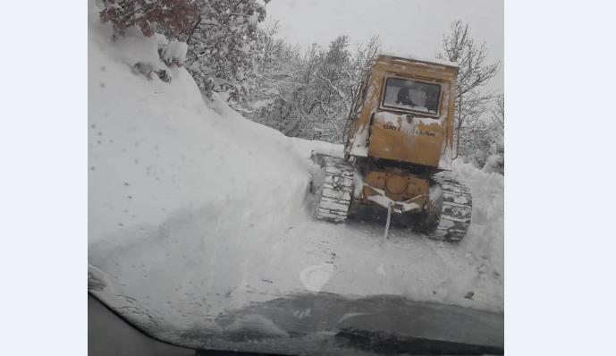 Како градоначалникот Митко Јанчев се справи со снег од 1,5 метар (Видео)