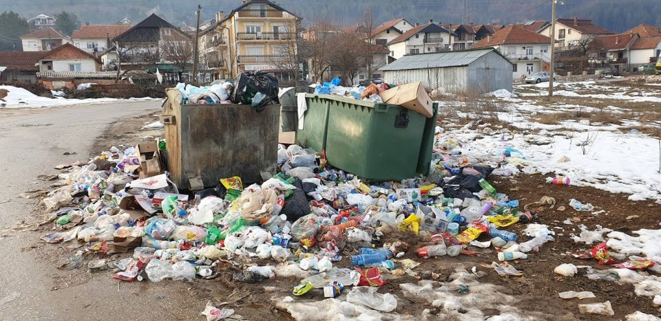 """ФОТО: Кичевчани """"се дават"""" во ѓубре, властите ништо не превземаат"""