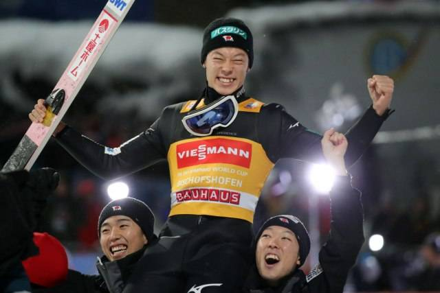 """Кобајаши испиша историја и стана само третиот ски-скокач со Гренд слем на """"Четири скокалници"""""""