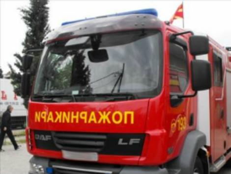Изгоре комбе на улица во Скопје