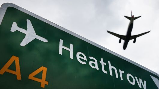 """Аеродромот """"Хитроу"""" отворен за сообраќај"""