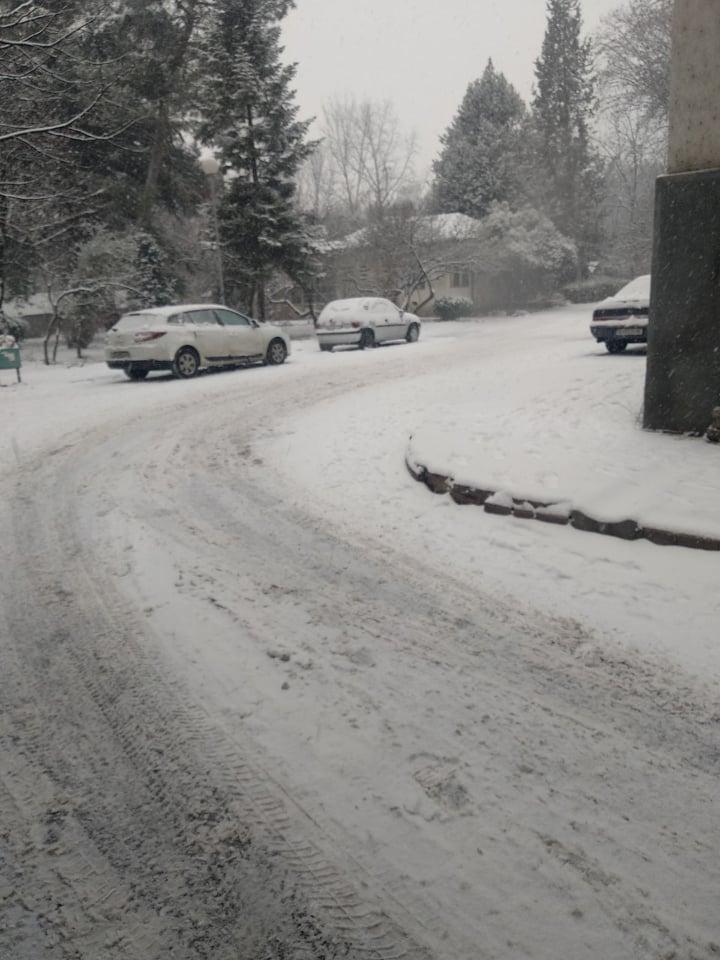 И 24 часа по снегот улиците во Гази Баба непроменети- жителите на Автокоманда утрово заглавени среде центарот на Скопје (ФОТО)