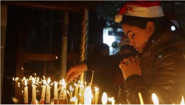 Божик низ светот – Кај нас богата трпеза, во Франција се јаде на полноќ, а во Полска нема месо