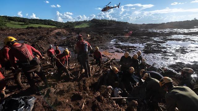 УЖАСНИ ФОТОГРАФИИ: Речиси сто жртви по уривањето на браната во Бразил, над 250 се водат за исчезнати