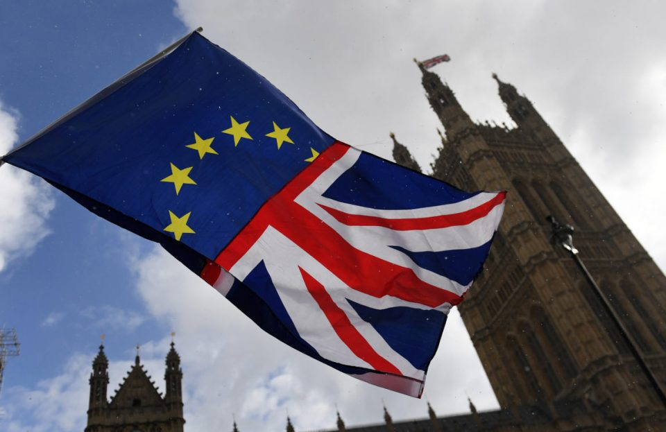 Велика Британија на полноќ ја напушта ЕУ