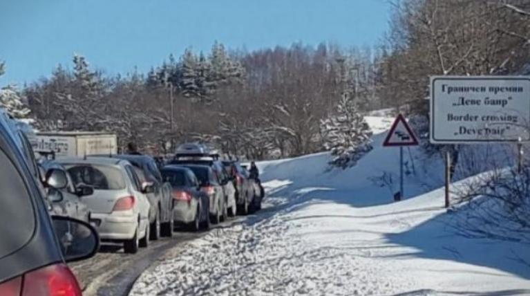 Зголемена фреквенција на возила на македонско-бугарската граница кај Деве Баир