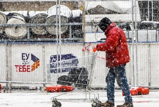 Снег јер Северна, ЕУ јер влегуваме- количката полна како нашиот стандард