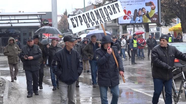 """Работници на """"Еурокомпозит"""" протестираа пред општина Прилеп"""