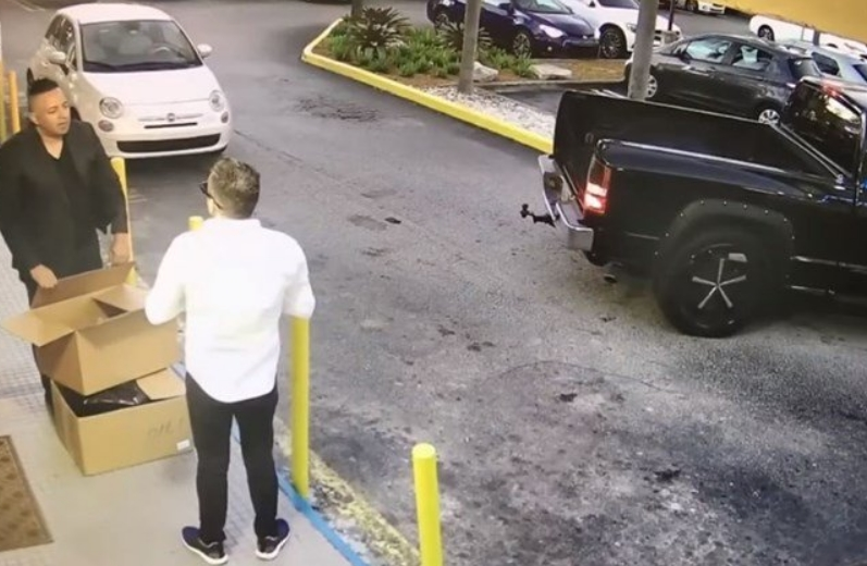 Експресен грабеж: За 10 секунди остана без 74.000 долари