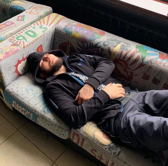 Нурмагомедов се огласи по тешката казна: Разбудете ме кога сè ќе заврши (ФОТО)