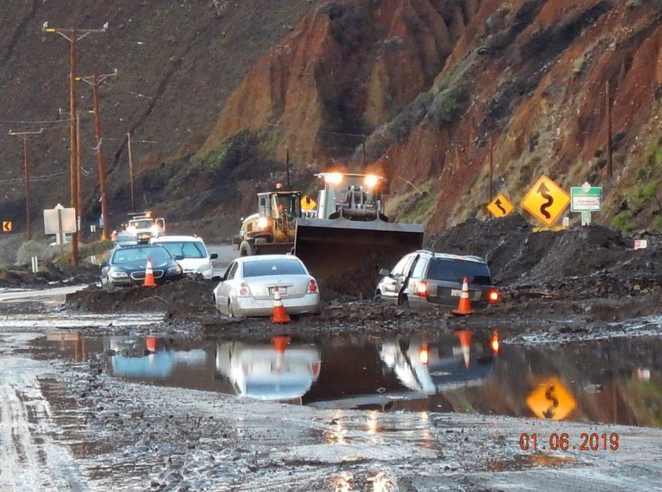 Бура во Калифорнија предизвика хаос, илјадници жители останаа без струја
