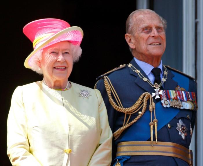 """Принцот Филип имаше сообраќајна несреќа: Возел """"ренџ ровер"""", а другото возило се превртело по сударот"""