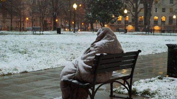 Чикаго: Анонимен добротвор сместил бездомници во хотел
