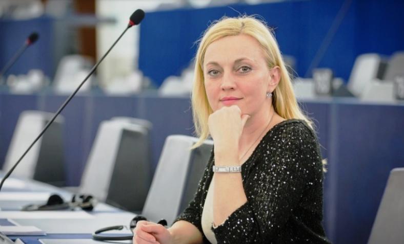 Eвропратеничката Петир застана во одбрана на Стоилов