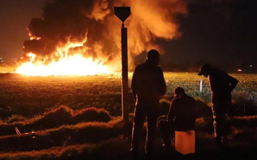 ВОЗНЕМИРУВАЧКО ВИДЕО: Над 70 загинати во експлозија на нафтовод, луѓето бегаа додека телата им горат