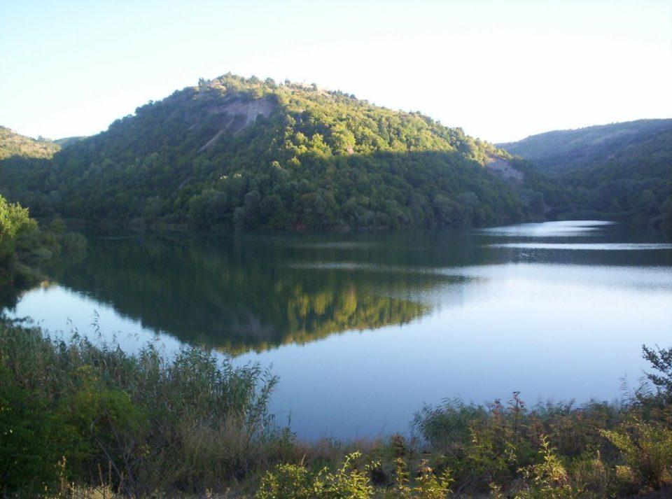 Замрзна Моклишко езеро