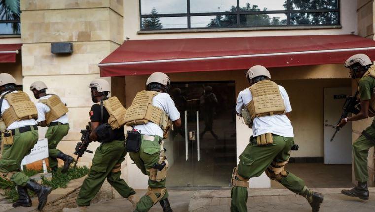 ФОТО: Најмалку 15 загинати при нападот врз хотелскиот комплекс во Најроби