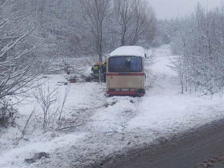 ФОТО: Тешка несреќа ка Крушевац, еден починат, а бремена жена се бори за живот