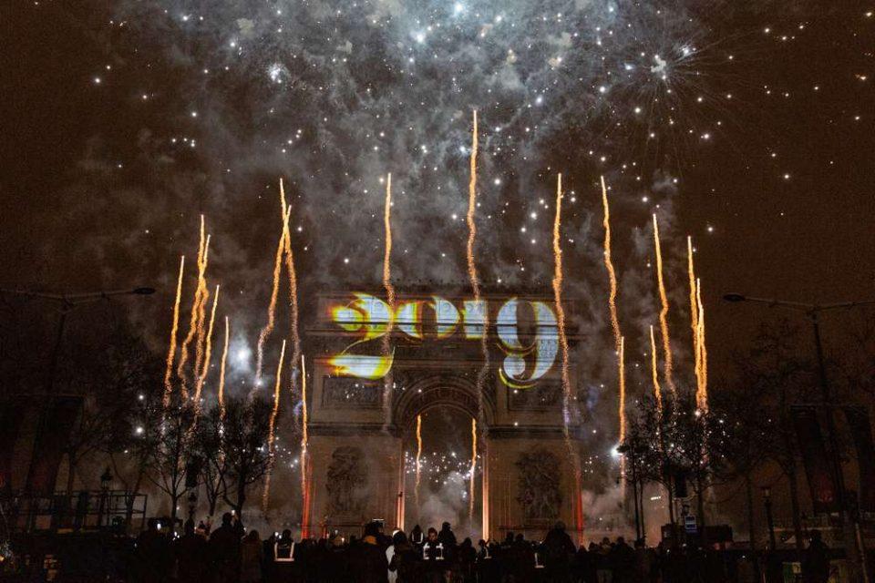 Прославата на Новата година на Шанзелизе помина мирно