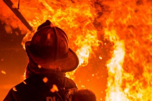 Пожарникарите ја извлекле сопственичката – Гореше куќа во Штип