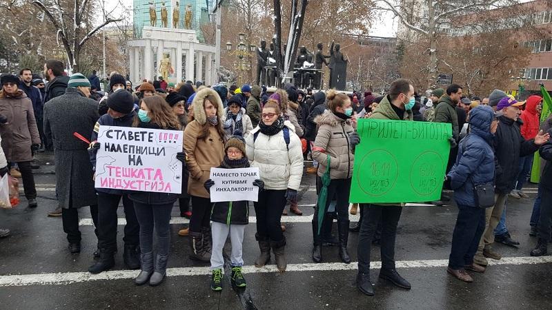 Протест во Скопје: Четворица дневно умираат чекајќи чист воздух (ВИДЕО)