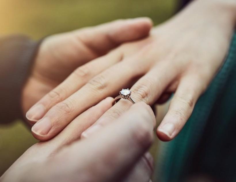 Хороскопски знаци кои оваа есен ќе добијат понуда за брак