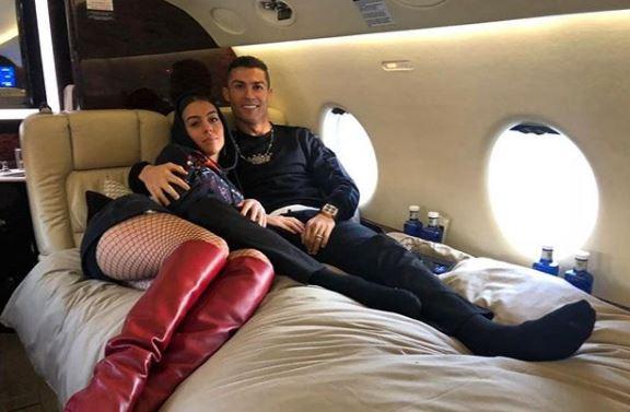 Го пипкаат неговиот полов орган за среќа, а некои отидоа и предалеку со понудите: Фановите опседнати со Кристијано Роналдо (ФОТО)