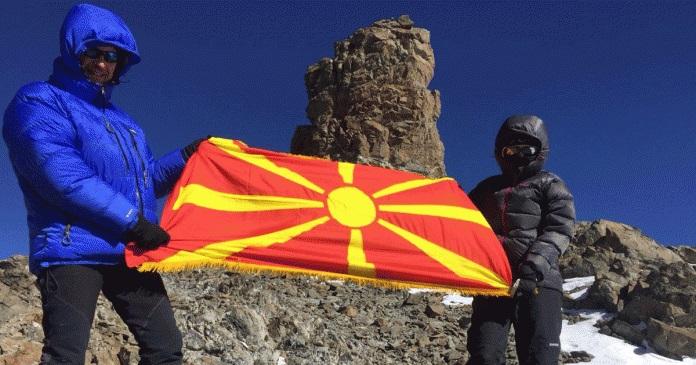 Ганка Цветанова и Сашко Кедев го развеаја македонското знаме во Аргентина
