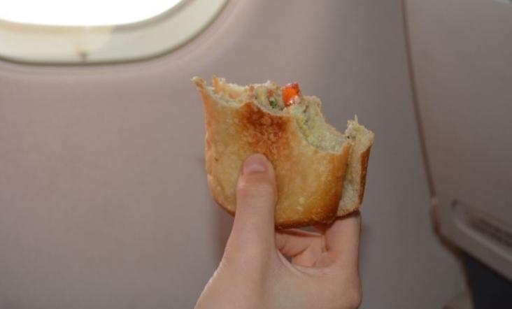 Порачал сендвич во авион, но добил…