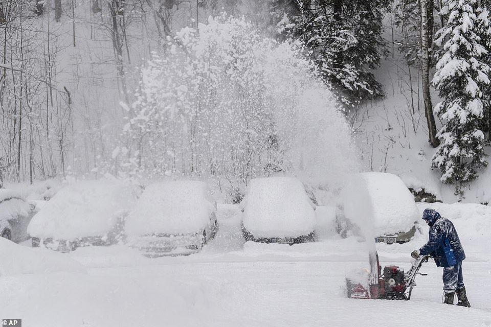 Рекордни количини снег во Австрија, Германија и Чешка – Прогласени вонредни состојби