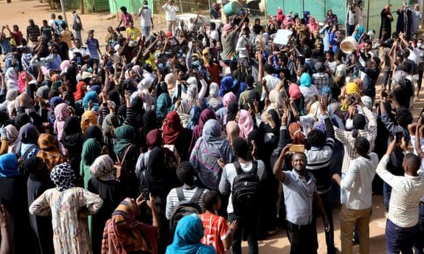 Најмалку двајца загинати во антивладините протести во Судан