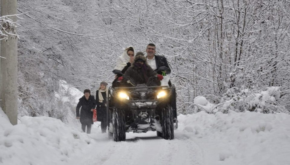 Снегот направи огромни блокади, но тие беа решени да се венчаат: Овие Срби станаа хит во регионот