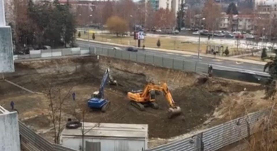 Актерот Вељановски со прашање до Шилегов и Богоев: Како мерките за справување со загаденоста и забраната за градежни работи? (ВИДЕО)