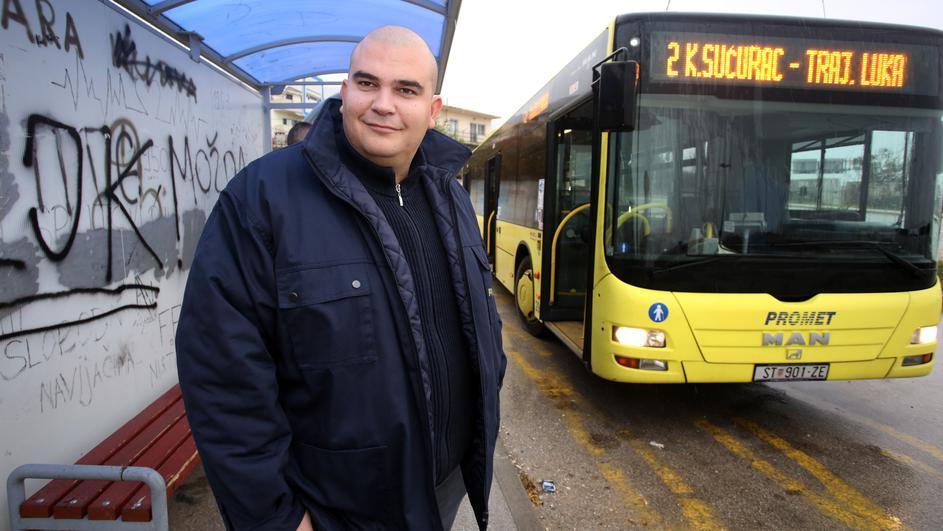 Возач на автобус ги исфрлил сите патници, бидејќи не пуштиле инвалид да влезе прв