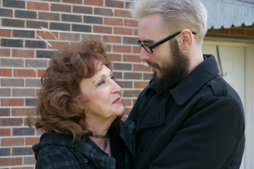 За нив годините не се проблем: Може да му биде баба, но таа е негова сопруга (ФОТО)