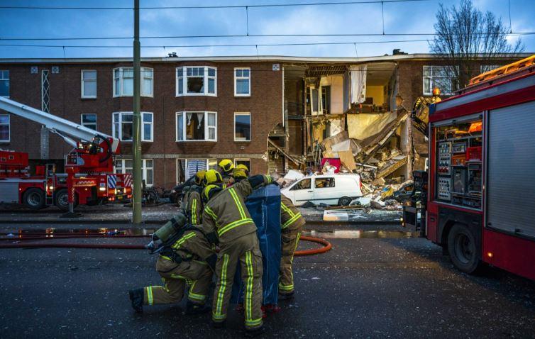 Извлечени уште три лица од под урнатата зграда во Хаг