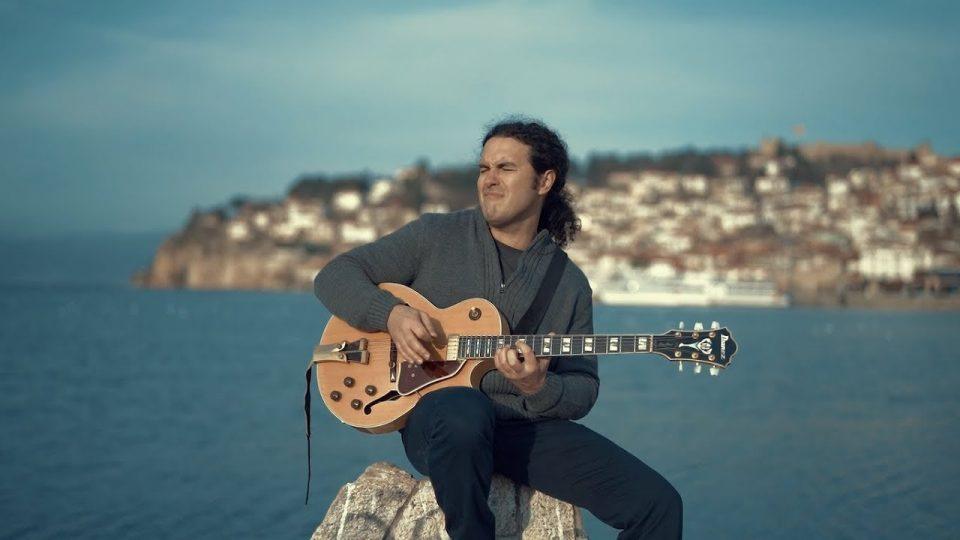 Охридскиот џез гитарист Четкар ја започнува својата мини турнеја во САД