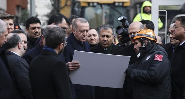 Ердоган го посети местото каде се урна зграда, бројот на жртви се зголеми на 17