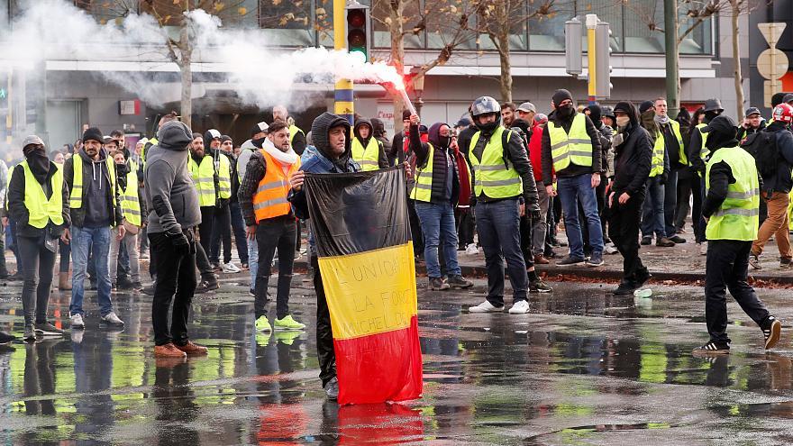 Белгиските средношколци мета на политички напади поради протестите