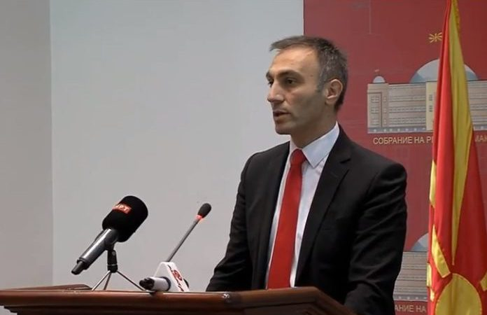 Груби: Владата ќе субвенционира приватни компании кои ќе вработат Албанци
